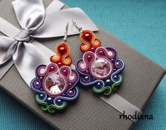 Artículos similares a Rivoli Black, Cream & Gold Soutache Earrings en Etsy Boho Jewelry, Beaded Jewelry, Jewelery, Fashion Jewelry, Unique Jewelry, Etsy Earrings, Earrings Handmade, Shibori, Fabric Origami
