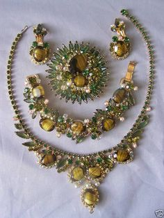 Juliana Grand Parure with Rhinestones and Glass Cabochons