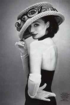 ⍙ Pour la Tête ⍙  hats, couture headpieces and head art -
