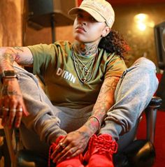 I would love to chill with her. Siya Rapper, Tomboy Fashion, Streetwear Fashion, Tomboy Swag, Tomboy Style, Girl Language, Tomboyish Outfits, Chocolate Men, Warrior Girl