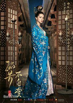 漢服も装飾品も美しくって、韓国ドラマに出てくるのより繊細って感じ。一度でいいからこんな服着てみたいな - take2