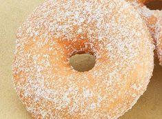 Υλικά: 2 1/2 κούπες αλεύρι για όλες τις χρήσεις 1 1/2 κουταλάκι μαγιά σκόνη 1 κούπα γάλα 4 κουταλιές σούπας βούτυρο λίγο αλάτι 1 1/2 κουταλάκι κανέλα 1 κούπα και 2 κουταλιές σούπας ζάχαρη Εκτέλεση...