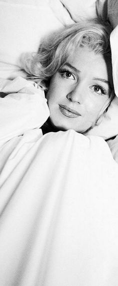 Marilyn. Bed sitting. Photo by Milton Greene, 1953.