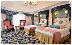 Tokyo Disneyland Hotel: Cinderella Room Disney Themed Bedrooms, Themed Hotel Rooms, Theme Hotel, Disney Rooms, Bedroom Themes, Hotel Disney, Casa Disney, Disneyland Hotel, Disney House