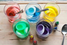 Maak+deze+gevulde+paaseieren+met+een+leuk+kleurtje+verbaas+jij+iedereen+deze+Pasen!+Kijk+hier+hoe+je+ze+maakt!