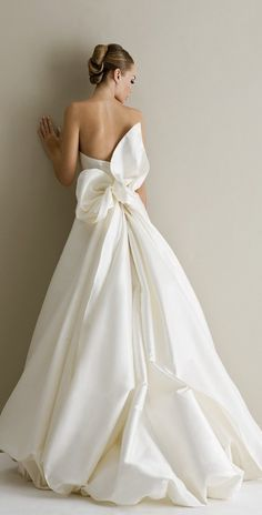 Add a dramatic touch to your traditional wedding with an unexpected detail to your wedding gown.