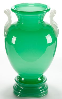 Find out with our FREE auction evaluation or view our current and previously auctioned artwork at Heritage Auctions. Steuben Glass, Corning Glass, Antique Glass, Antique Art, Glas Art, Green Vase, Glass Vessel, Art Nouveau, Glass Design