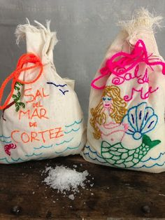 SAL DEL MAR - Sea Salt in Hand-Embroidered Muslin Bags
