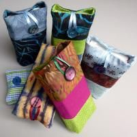 Looking for your next project? You're going to love Pocket Tissue Case by designer Di Wells. Tissue Box Covers, Tissue Boxes, Tissue Holders, Sewing Crafts, Sewing Projects, Patchwork Bags, Couture, Sewing Patterns, Pouch