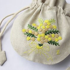 ミモザ花束 黄色 . Beauty. Little yellow embroidery pouch.
