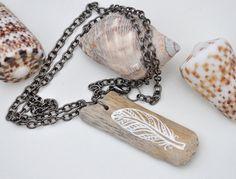 Boho Halsbandanhänger gemalten Treibholz gemalte von GeoJoyful
