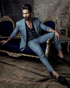 Shahid Kapoor stepping up the style quotient this season in a block printed linen half and half suit from the SS HOMME SSentric - Displacement collection in the HELLO Magazine November 2017 issue. India Fashion Men, Indian Men Fashion, Mens Fashion Suits, Mens Suits, Blazer Outfits Men, Stylish Mens Outfits, Men Blazer, Wedding Dresses Men Indian, Wedding Dress Men