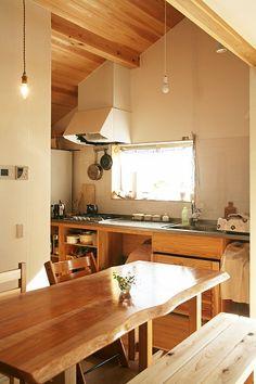 光差し込む2階リビングに家族が集まる暮らし Kitchen Dining, Conference Room, Table, House, Furniture, Home Decor, Decoration Home, Home, Room Decor