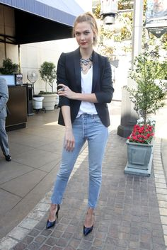 Karlie Kloss Strikes a Pose - Pictures