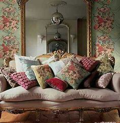 Love the sofa & all the pillows!
