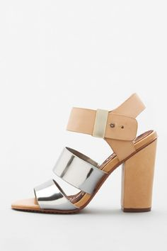 These 15 metallic finds are the reason we're contemplating ditching neon