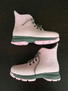 My Style Bags, Felt Boots, Fancy Shoes, Felted Slippers, Slipper Boots, How To Make Shoes, Winter Shoes, Timberland Boots, Wool Felt
