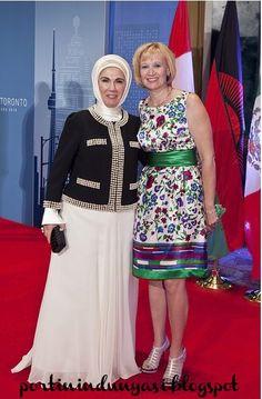 Emine Erdogan Abiye Modeli - Ortuluyum.com - Tesettür Giyim Modelleri ve Tesettür Modası Tasarımları