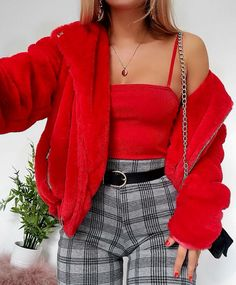 Fantastic Fashion Tips And Advice To Improve Your Look – Fashion Trends Fashion Mode, Look Fashion, 90s Fashion, Winter Fashion, Fashion Trends, Red Fashion Outfits, Fashion Ideas, Jeans Fashion, Fashion Quotes