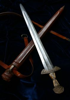 Beyond a doubt my favorite sword of all time. SO friggin' sexy...