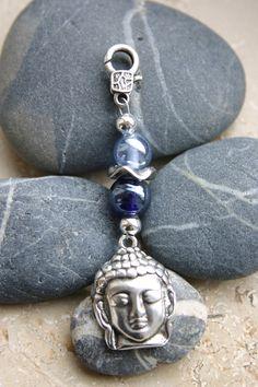 lustiger Wechselanhänger mit Glasperlen und Buddha, versilbert an verziertem Karabiner  ein edler Eyecatcher als Geschenk für die Freundin, oder ...