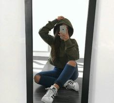 Find images and videos about girl, style and outfit on We Heart It - the app to get lost in what you love. Ft Tumblr, Tumblr Girls, Tumblr Style, Tumblr Selfies, Girl Photo Poses, Girl Photos, Selfie Posen, Autumn Instagram, Shotting Photo