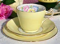 'Petunia' tea trio in pale yellow