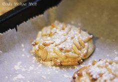 Pignoli - italienische Kekse mit Marzipan und Pinienkernen