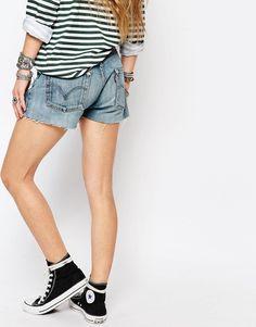 Imagen 2 de Pantalones cortos con parches con diseño de margaritas Levi de Reclaimed Vintage