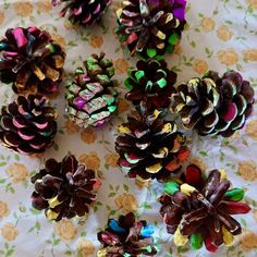 Schattige egels van dennenappels   dennenappels   Wat kun je maken met dennenappels? Dots, Crafts, Stitches, Manualidades, The Dot, Handmade Crafts, Craft, Crafting, Polka Dots