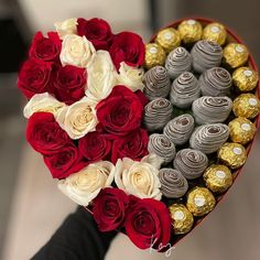 Chocolate Covered Apples, Chocolate Hearts, Chocolate Covered Strawberries, Chocolate Gifts, Edible Fruit Arrangements, Edible Bouquets, Strawberry Cake Pops, Strawberry Ideas, Bouquet Cadeau