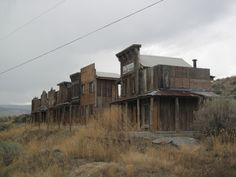 replica of an old western town miniature size Old Western Towns, American Frontier, Ghost Towns, Wild West, Westerns, Cabin, The Originals, House Styles, Cowboys