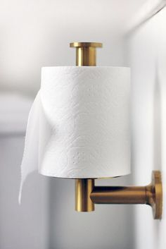 Spotted in a bathroom from the Hunted Interior, the Kohler Purist toilet paper holder Bathroom Accessories, Home Accessories, Bathroom Inspiration, Design Inspiration, Design Ideas, Brass Toilet Paper Holder, Toilet Paper Holder Vertical, Toilet Paper Stand, Toilet Paper Dispenser