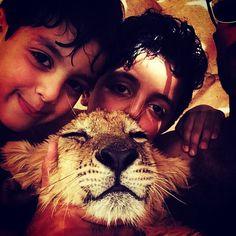 Arab Childrens & Their Lion (Hijaz (?)/Najd (?), Arabia) #Muslim #Kids #Boys #Animal #Pet #Cub #People