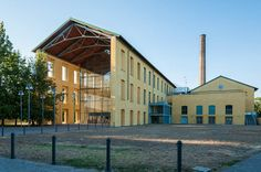 Parma, Parco Ex Eridania - Via Toscana - Auditorium Niccolò Paganini (recupero delle precedenti strutture industriali dello zuccherificio Eridania) arch : Renzo Piano (1999-2001)