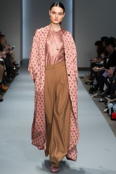 Zimmermann Fall 2016 Ready-to-Wear Fashion Show http://www.theclosetfeminist.ca/ http://www.vogue.com/fashion-shows/fall-2016-ready-to-wear/zimmermann/slideshow/collection#7