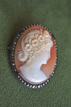 ⊙ Cameo Cupidity ⊙ maiden with flower wreath Cameo Jewelry, Cameo Necklace, Art Deco Jewelry, Antique Jewelry, Vintage Jewelry, Marcasite Jewelry, Carving, Antiques, Hand Carved