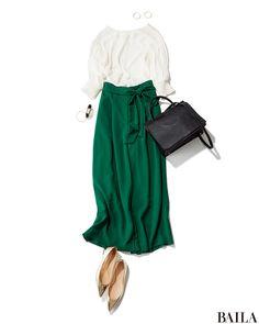 デスクワークにうれしい肩ひじ張らないとろみブラウスは、フレッシュなグリーンのボトムで今っぽさを高めて。ウエストリボン付きのワイドパンツなら、腰高見えしてスタイルもよく。黒のかっちりバッグを合わせれば、通勤中もキレのいい女っぽさに! 華やかさ足しをするなら、足もとにゴールドのシュー・・・ Frock Fashion, Xl Fashion, Asian Fashion, Hijab Fashion, Fashion Outfits, Fashion Design, Simple Outfits, Classy Outfits, Pretty Outfits