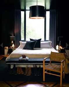 dark bedroom - Nate Berkus' Los Angeles House - Pictures of Nate Berkus and Jeremiah Brent Los Angeles Home Nate Berkus, Interior Exterior, Interior Architecture, Hollywood Hills Häuser, West Hollywood, Home Bedroom, Bedroom Decor, Master Bedroom, Light Bedroom