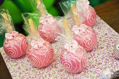 adorable pink candy apples!