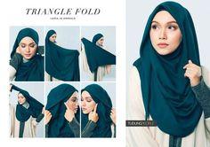 Langkah mudah tutorial hijab segitiga yang simple dan modis serta disajikan dengan gambar yang mudah dipahami.
