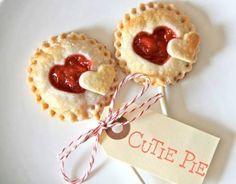 Mini Desserts, Dessert Recipes, Plated Desserts, Pie Pops, Strawberry Hearts, Valentines Day Food, Valentine Heart, Minion Valentine, Mini Pies