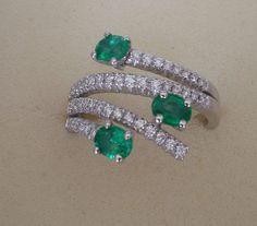 Anello in oro bianco, Diamanti, brilanti e Smeraldi , centro gemme Valenza