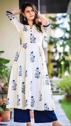 Dress Indian Style, Indian Fashion Dresses, Indian Designer Outfits, Casual Indian Fashion, Simple Kurta Designs, Kurta Designs Women, Designer Party Wear Dresses, Kurti Designs Party Wear, Designer Wear