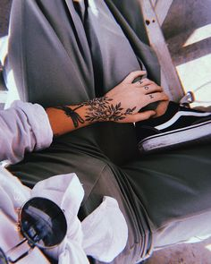 55 Dainty Tattoos You Will Surely Love with His Cuteness - Mini Tattoos, Dainty Tattoos, Wrist Tattoos, Pretty Tattoos, Beautiful Tattoos, Body Art Tattoos, Small Tattoos, Cool Tattoos, Tattos