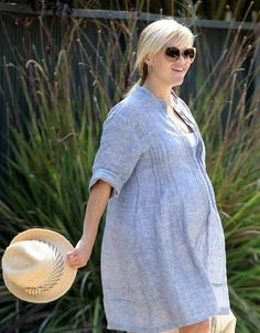 Reese Witherspoon looking summer chic!
