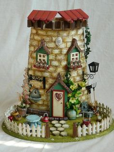 Tegola-that is something I love Clay Houses, Ceramic Houses, Miniature Houses, Clay Fairy House, Fairy Garden Houses, Clay Crafts, Diy And Crafts, Vitrine Miniature, Clay Fairies