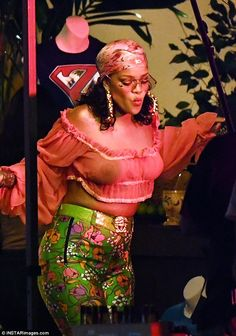 Dancing queen: Rihanna looked like she didn't have a care in the world as she filmed a music video with DJ Khaled in the Little Haiti neighborhood of Miami on Monday night Rihanna Outfits, Style Rihanna, Rihanna Looks, Rihanna Body, Fenty Rihanna, Mode Rihanna, Rihanna Show, Victoria, Girl Crushes