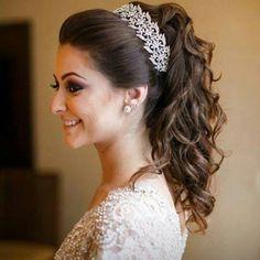 Penteados semi presos para noivas com cachos