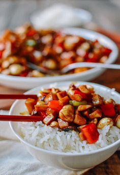 Vegan Kung Pao Mushrooms // There is something about bowls of rice and veggies that is so mouthwatering and makes you hungry instantly. This recipe is the perfect example of that.   The Green Loot #vegan #mushroom